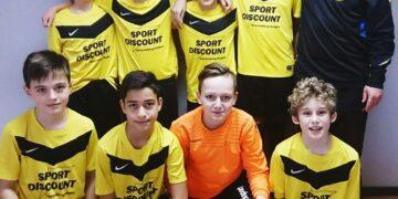 Die erfolgreiche D-Jugend der SpVgg 08 Schramberg mit Trainer Freddy Profft. Foto: pm