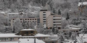 Das leer stehende Schramberger Krankenhaus ist laut Regierungspräsidium für die Unterbringung von Flüchtlingen ungeeignet.  Foto: him