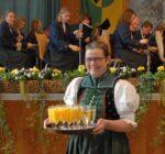 Das Akkordeonorchester Tennenbronn bewirtete die Gäste Foto: him
