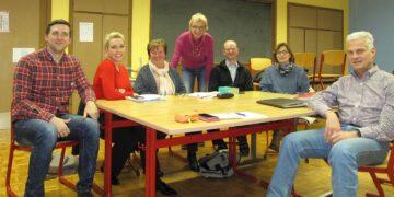 English-Kurs mit Gast (von links): David Birkman, VHS-Kursteilnehmerinnen, stehend hinten: Brigitte Landgrebe. Foto: pm