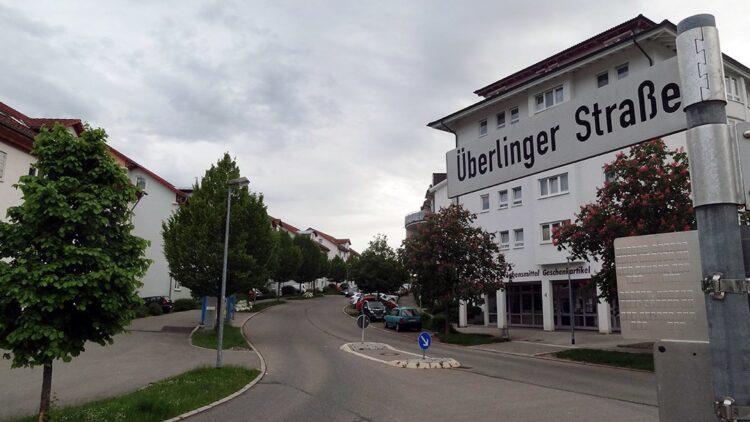 Der Hegneberg in Rottweil, dort die Überlinger Straße. An ihrem Ende entsteht das neue Gebäude für anerkannte Flüchtlinge und ihre Familien. Foto: gg