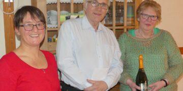 Treue Gäste: Erika Günter mit Günther und Karin Nobach auf dem Mooshof.   Foto:  him