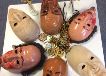 Bemalte und unbemalte Masken aus Edgar Reutters Sammlung. Foto: pm
