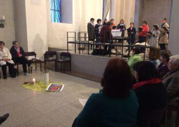 Rund 30 Frauen hatten sich am Donnerstagabend in der Kirche St. Maria eingefunden, um mit Gesang, Bibellesungen und Gebeten nachzuvollziehen, was die Frauen der Bibel erfahren haben, als sie zum leeren Grab kamen und Jesus nicht fanden. Foto: pm