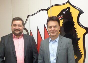 Andreas Ziegler (links) möchte in den Kreistag. Rechts: Dietingens Bürgermeister Frank Scholz. Foto: pm