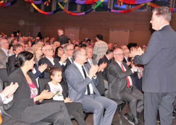 Starker, anhaltender Beifall zeigte Bundesminister Gerd Müller, wie sehr er mit seiner aufrüttelnden Rede den Nerv der Gäste geroffen hat. Foto: pm