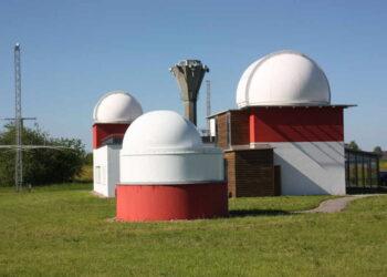 In der Sternwarte in Rosenfeld können allerlei Himmelsphänomene entdeckt werden. Das Team der Sternwarte referiert bei der Vorlesung der Kinderuni. Foto: privat