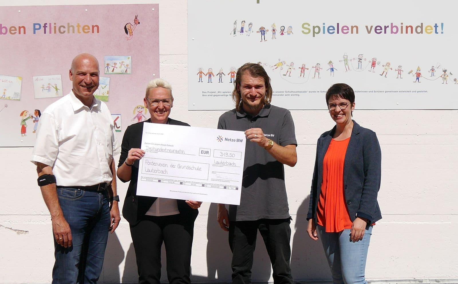 Bürgermeister Norbert Swoboda, Elke Maier, Stephan Kiesinger und Rektorin Sandra Winterhalter (von links). Foto: pm