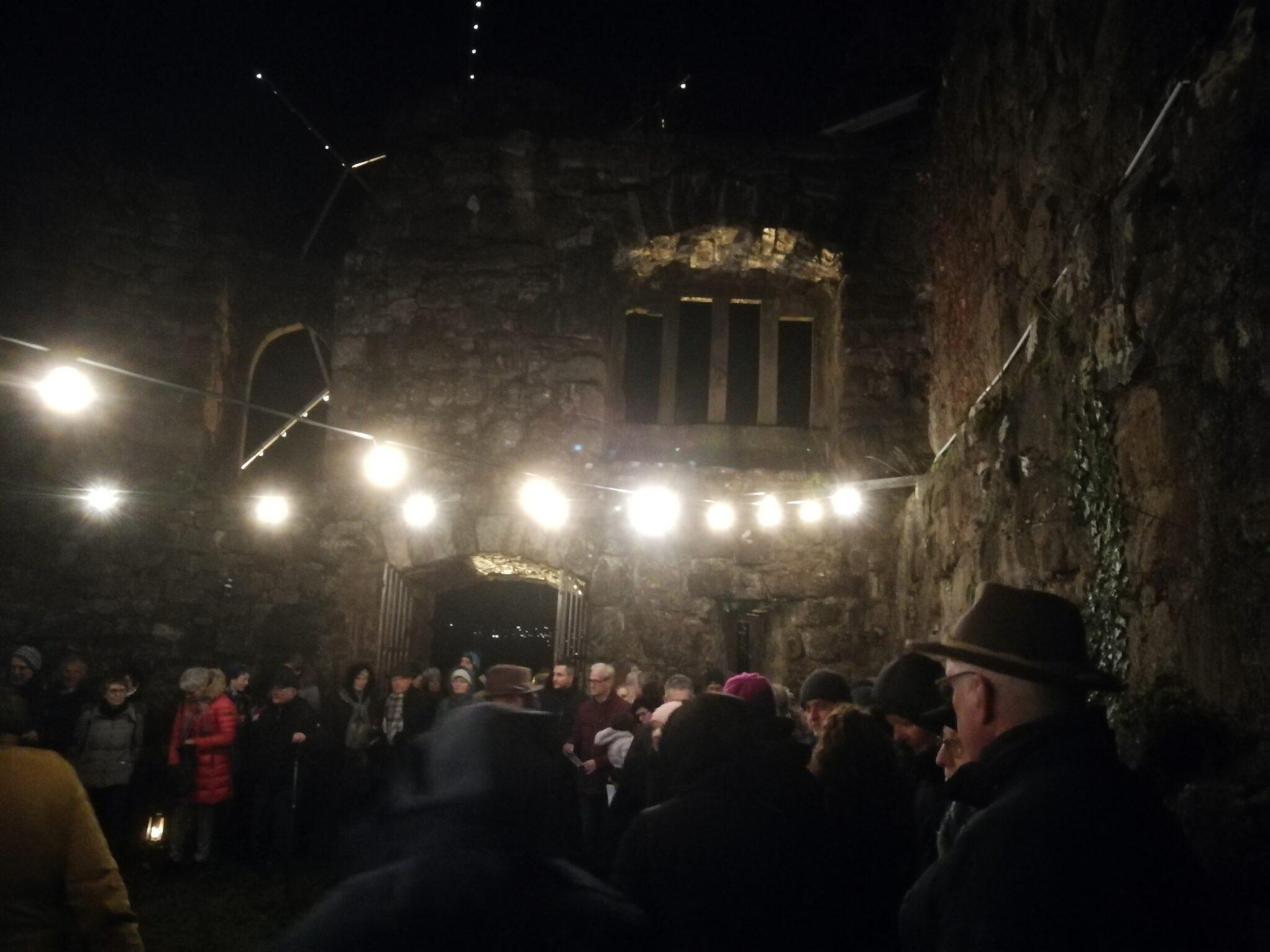 Waldweihnacht der evangelischen Kirchengemeinde Schramberg Lauterbach auf der Burgruine Hohenschramberg. Fotos: ama