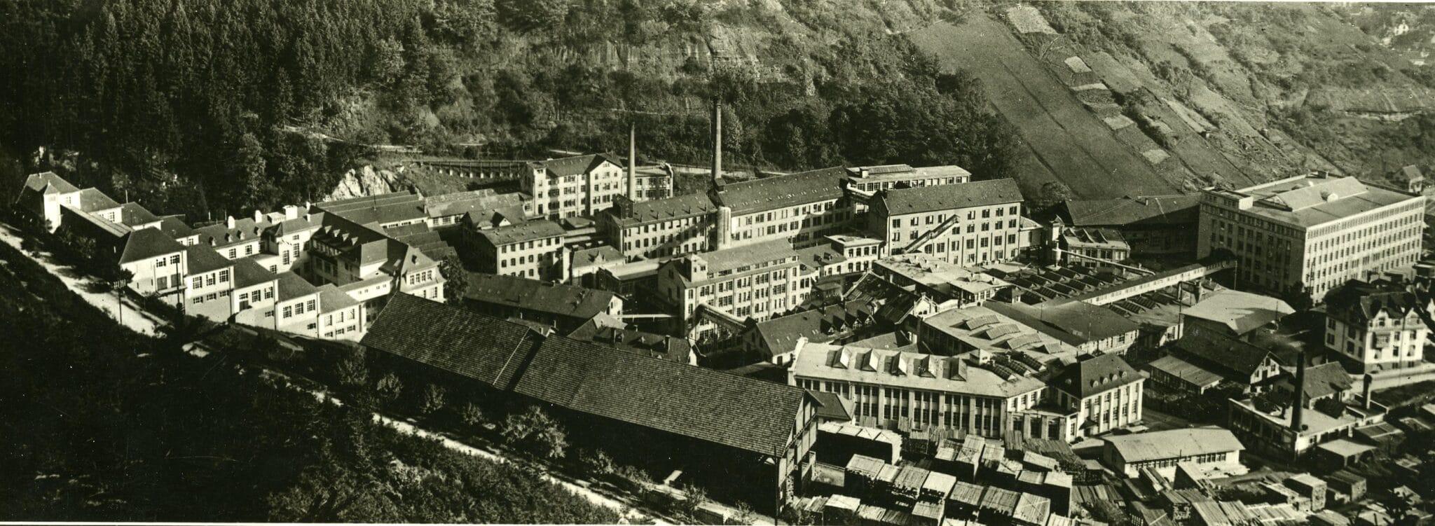 """Die """"Fabrikstadt"""" der Uhrenfabriken Gebrüder Junghans A.G. in Schramberg in den 1920er-Jahren. Fotos: Stadtarchiv und Stadtmuseum Schramberg"""