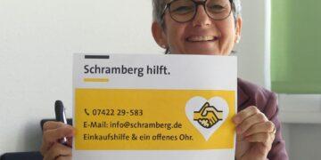 """Susanne Gorgs-Mager mit den Infos zu """"Schramberg hilft"""". Foto: him"""