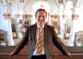 Wird ab Montag jeden Abend um 18.30 Uhr in der Predigerkirche bei offenen Fenstern Orgel spielen: Kirchenmusikdirektor Johannes Vöhringer. Archivfoto: al