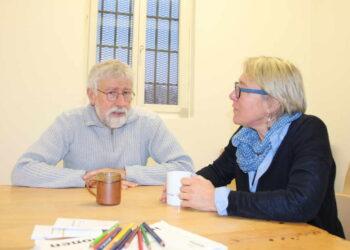 Pfarrerin Esther Kuhn-Luz und Gemeindereferent Michael Leibrecht besuchen normalerweise jede Woche die Gefangenen an der Höllgasse. Durch Corona geht das derzeit nicht. Foto: Moni Marcel