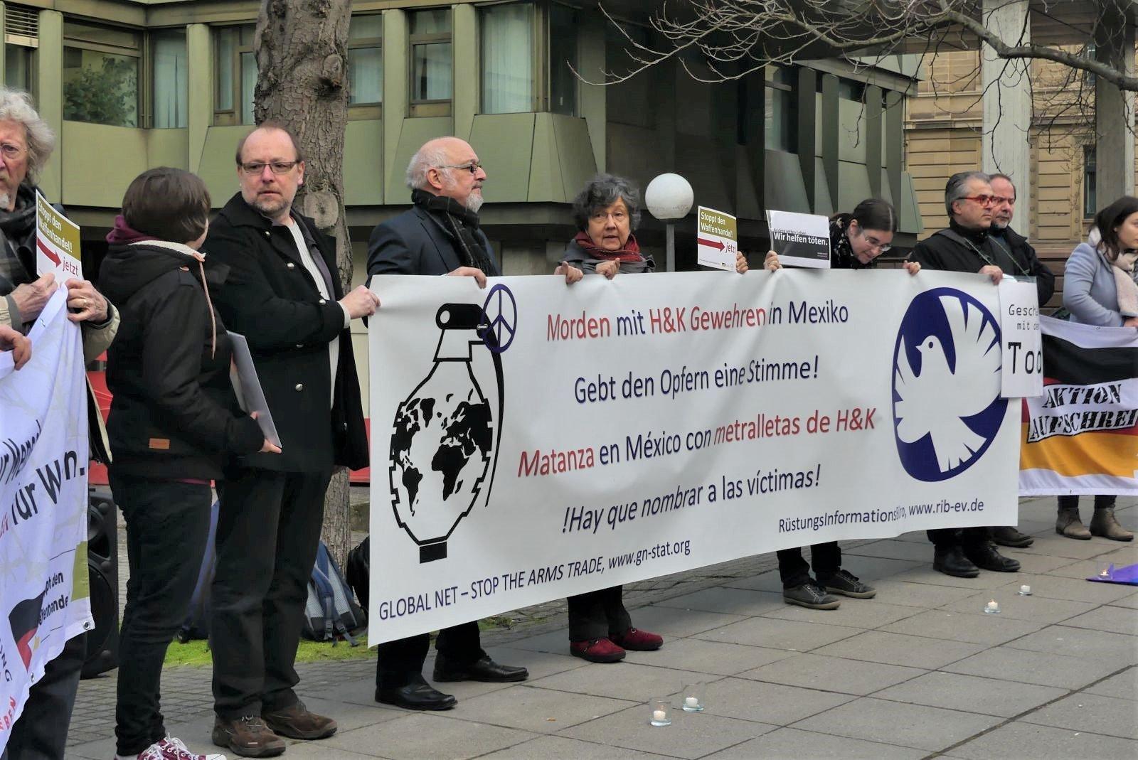 Demonstranten vor der Urteilsverkündung im Mexikoprozess im Februar 2019 in Stuttgart. Archivfoto: him