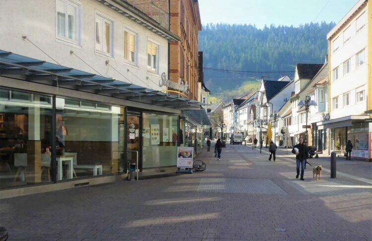 Leere Fußgängerzonen wie hier in Schramberg Mitte März drohen  nun wieder. Archiv-Foto: him