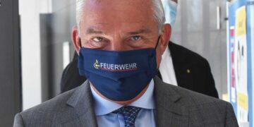 Mit gutem Beispiel voran ging Innenminister Thomas Strobl schon bei seinem Besuch in Rottweiö. Archiv-Foto: wede