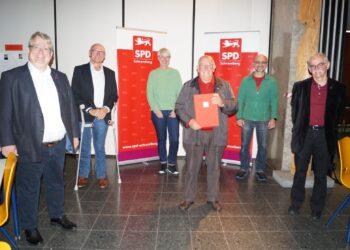 Vorsitzender Mirko Witkowski (von links) mit den Geehrten Ansgar Fehrenbacher, Andrea Dorn, Giuseppe Agosta, Harry Armbruster und Werner Klank. Foto: pm