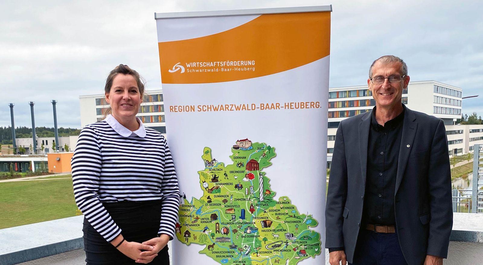 Wünschen sich, dass die Unternehmen das geballte Knowhow der sechs Tage nutzen: Henriette Stanley, Geschäftsführerin der Wirtschaftsförderung Schwarzwald-Baar-Heuberg (links), und Christoph Reich, Vorsitzender des Innovationsnetzwerkes Schwarzwald-Baar-Heuberg.