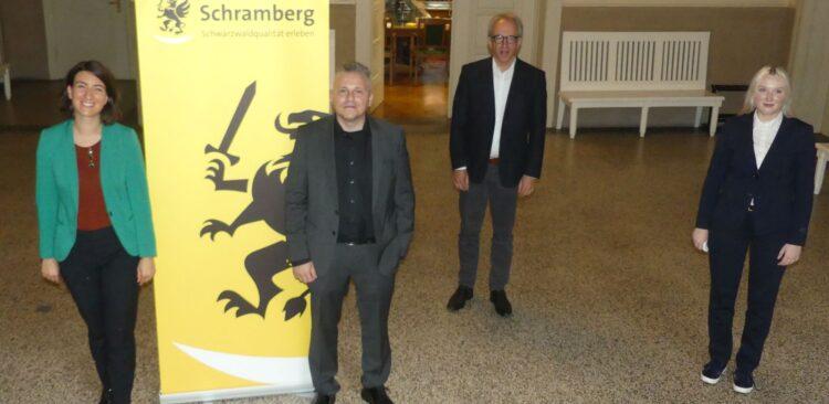 Freuen sich auf Schramberger Popup Labor (von links) OB Dorothee Eisenlohr, Norbert Fröschle (Fraunhofer IAO), Wirtschaftsförderer Manfred Jungbeck und  Christiane Siron (Fraunhofer IAO).