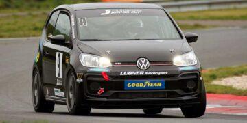 Lion Düker dreht im neuen VW seine Runden. Foto: pm