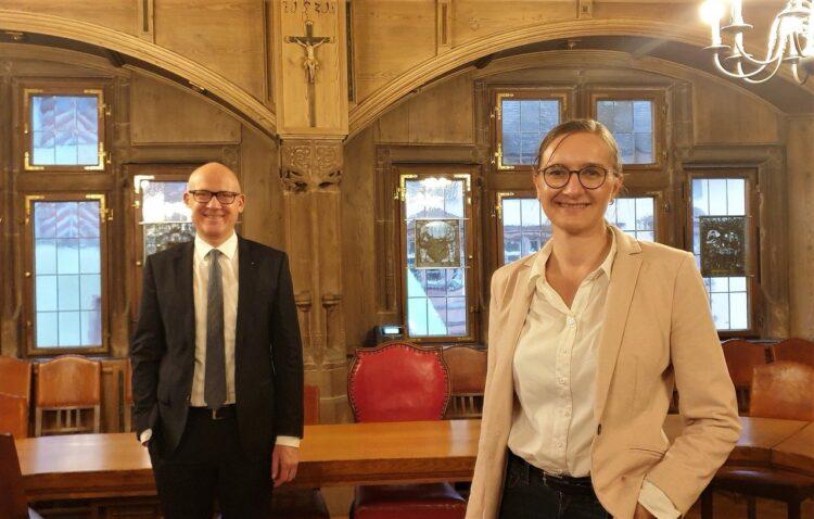 Annette Reif und Ralf Broß im Sitzungssaal des Alten Rathauses in Rottweil. Foto: Tobias Hermann