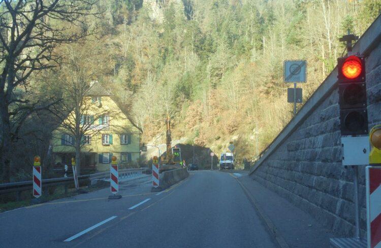 Die Ampel ist Vergangenheit: Am Mittwoch haben Bauarbeiter die letzte Baustelle im Bereich Alte Mühle zwischen Schiltach und Schramberg abgeräumt. Foto: him