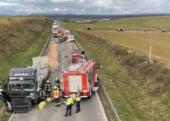 Der jüngste schwere Unfall auf der B 462 bei Dunningen: ein Kleinbusfahrer starb, mehrere Insassen seines Busses wurden schwer verletzt. oto: gg
