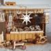 Holzspielzeug und ein Karussell dürfen auf keinem Weihnachtsmarkt fehlen – auch der Mini-Weihnachtsmarkt im Schaufenster des Rottweiler Stadtmuseums wird damit ausgestattet sein. Foto: Doris Wilbs