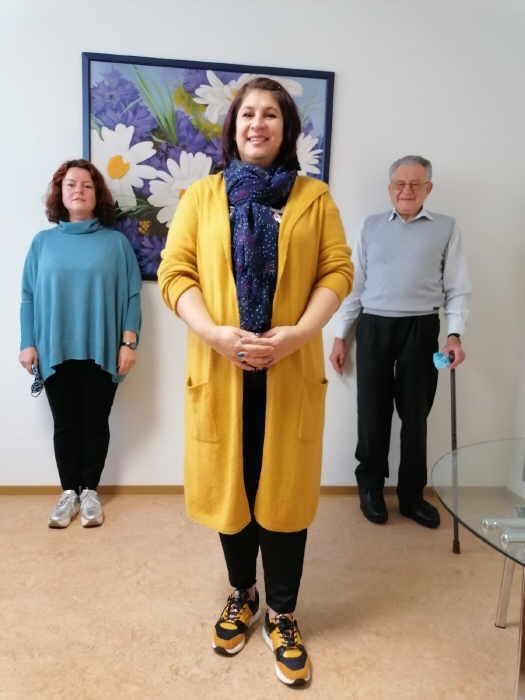 Von links: Die stellvertretende Vorsitzende Elvira Olipitz, die Beraterin Irina Diener-Kischenko und Vorsitzender Hubert Haas. Foto: pm