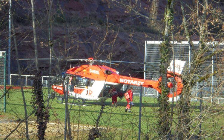 Rettungshubschrauber auf dem Bernecksportplatz. Fotos: him