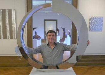 Rüdiger Seidt in der Ausstellung im Schloss. Foto: him