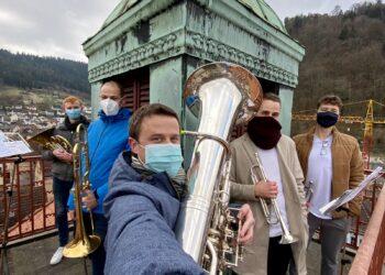 Die Schramberger Türmlebläser am 29. November coronagerecht ausgestattet. Selfie: Peter Flaig