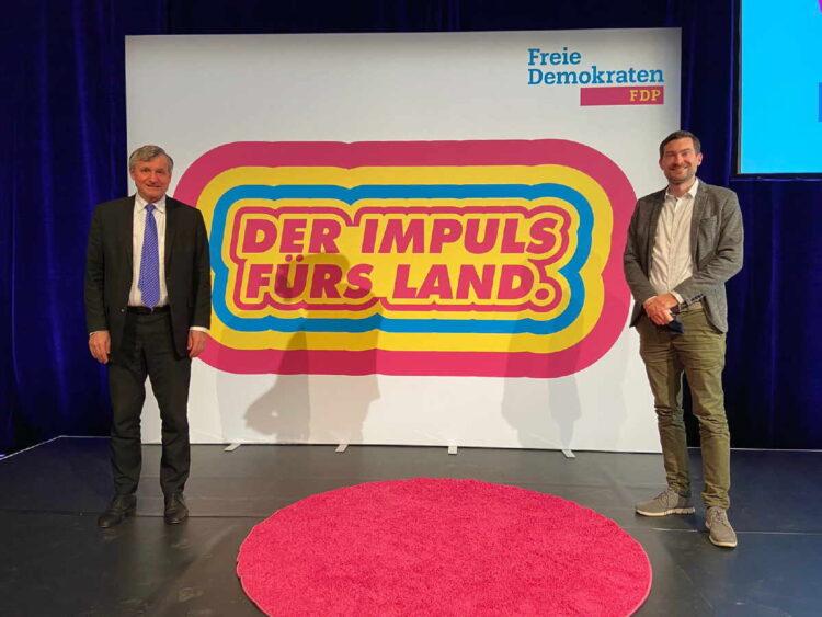 Bild mit Abstand: Der FDP-Fraktionsvorsitzende Hans-Ulrich Rülke und der Rottweiler Delegierte Daniel Karrais beim Landesparteitag der FDP. Foto: Karrais