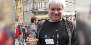 Hier mal nicht an der Fasnet zu sehen, sondern beim Turmfest: Rainer Prinzing. Archiv-Foto: Elke Reichenbach