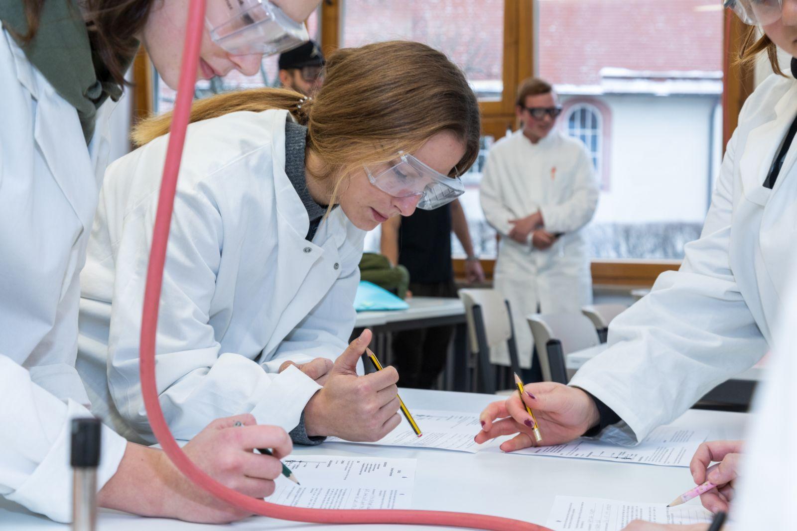 Chemieunterricht im Sozial- und Gesundheitswissenschaftlichen Gymnasium. Foto: pm