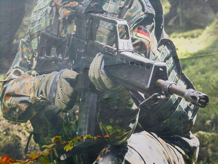Weltweit begehrt  - Waffen aus Oberndorf - hier auf einem Werbeplakat der Bundeswehr. Symbolfoto: hm