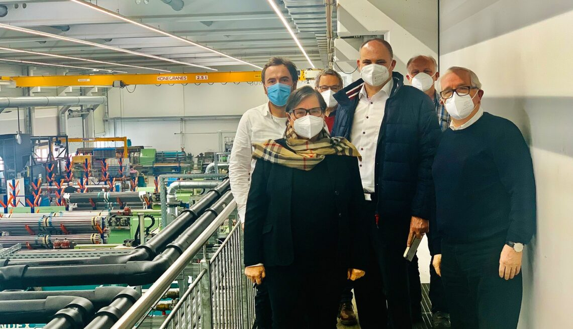 Unser Bild zeigt das Ehepaar Strasser mit Sohn Peter, Stefan Teufel und Reinhold Benz sowie Robert Häring, CDU Ortsverbandsvorsitzender von Oberndorf. Foto: pm