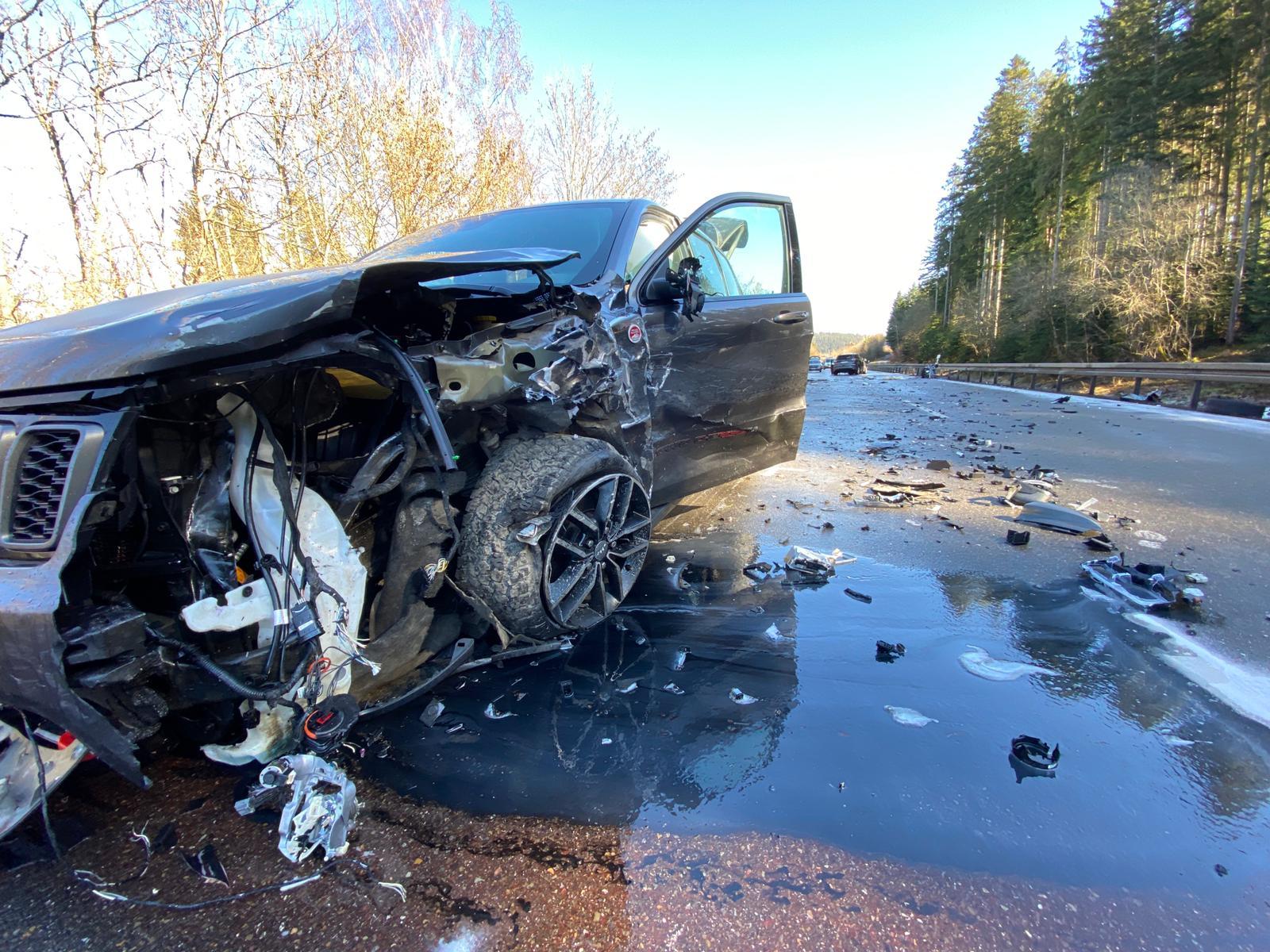 Schwerer Unfall auf der B 27 bei Schwenningen. Foto: Blaulichtreport Rottweil