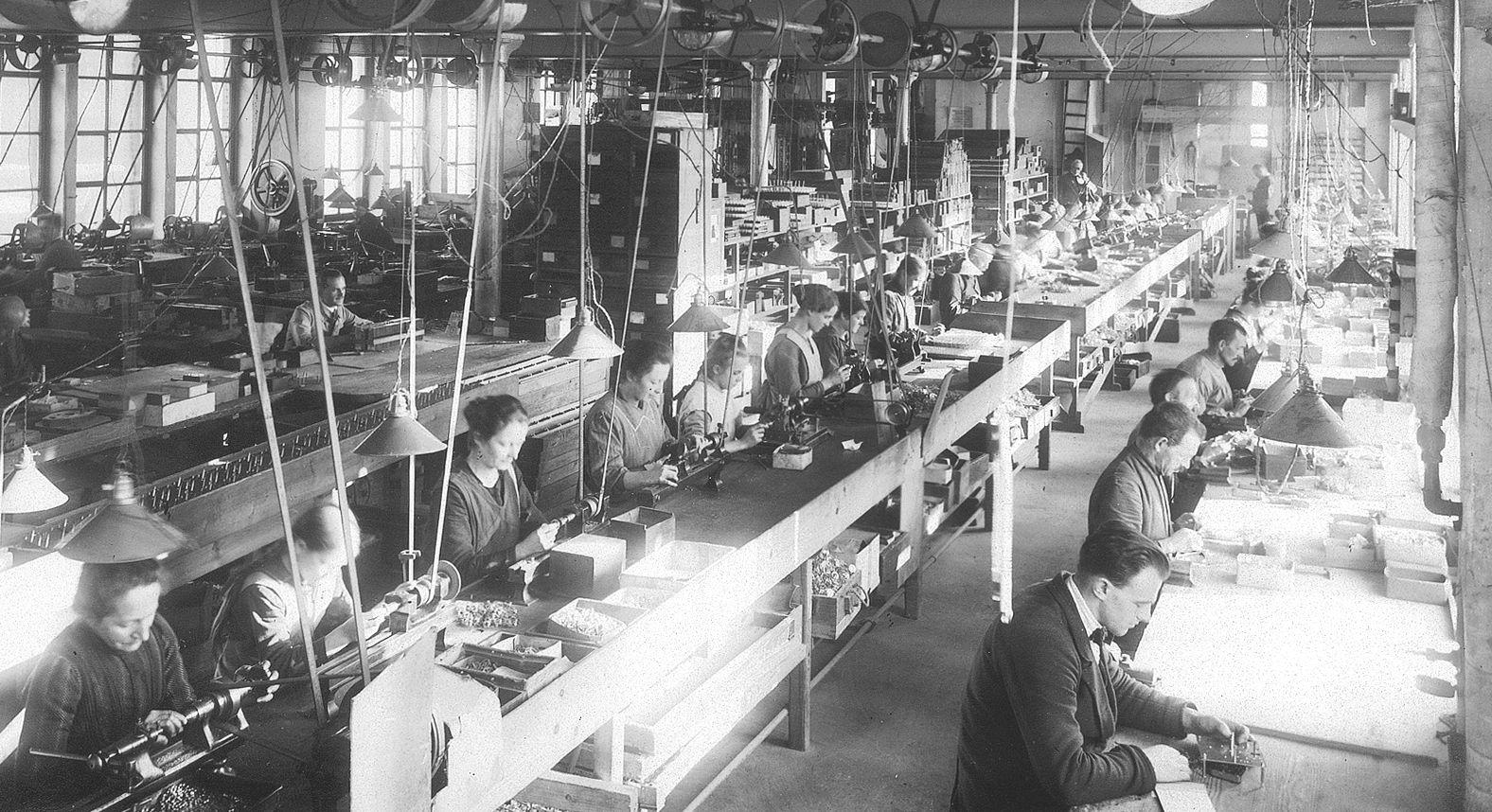 Schon vor hundert Jahren Männer und Frauen in der Fabrik Foto: Archiv.