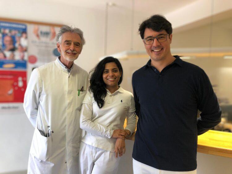 Unser Bild zeigt (von links)_ Dr. Johannes Kilian, Fatima Zafar, Dr. Johannes Jauch. Foto: pm