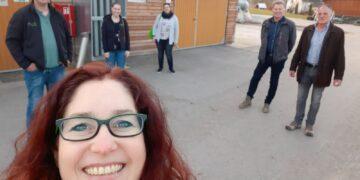 Kandidatin Sonja Rajsp mit den Vertretern und Vertreterinnen des Bauernverbands und der Landjugend. Selfie: Rajsp