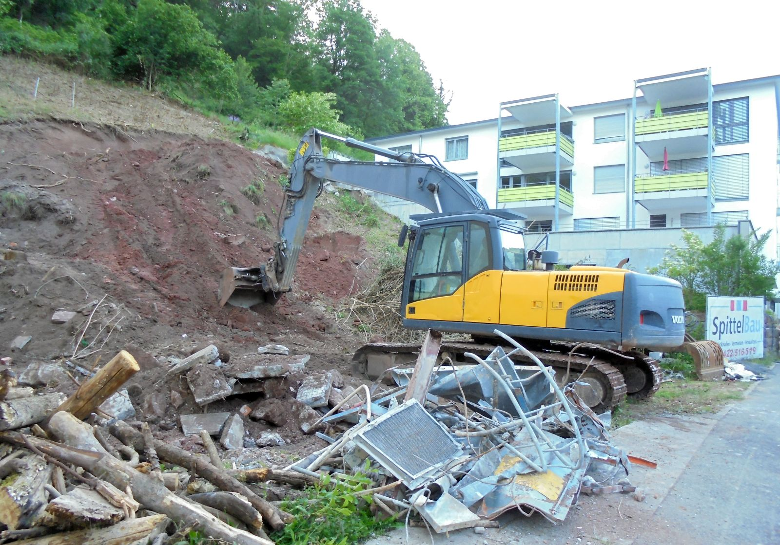 Im Sanierungsgebiet Am Brestenberg begann im vergangenen Frühjahr der Bau  eines neuen Mehrfamilienhauses. Archiv-Foto: him