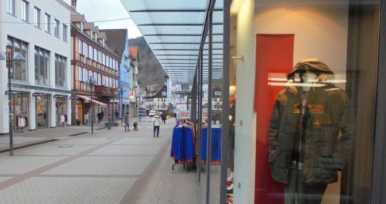 Die Fußgängerzone am frühen Dienstagabend. Foto: him