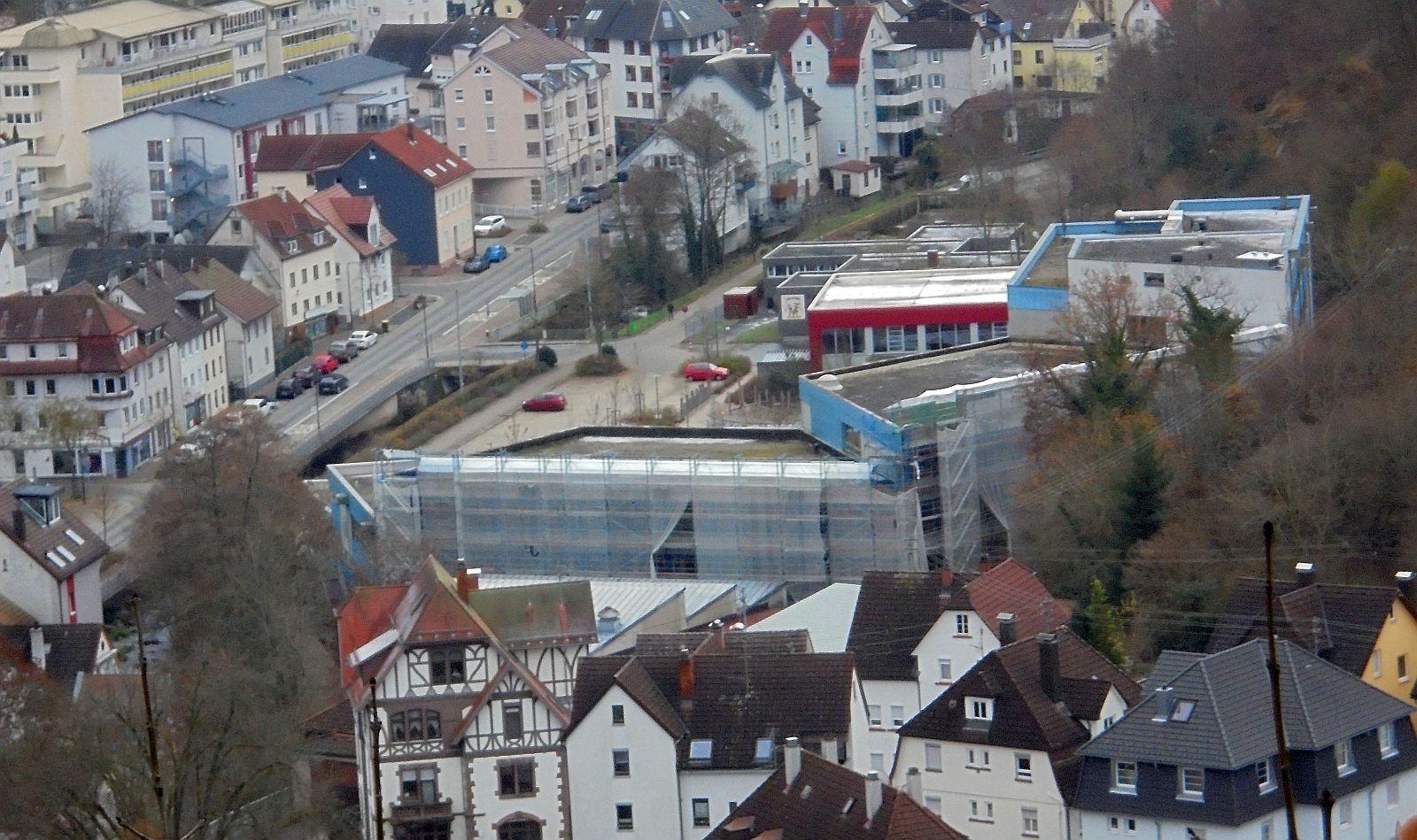 Fassadensanierung am Gymnasium im November 2020. Archiv-Foto: him