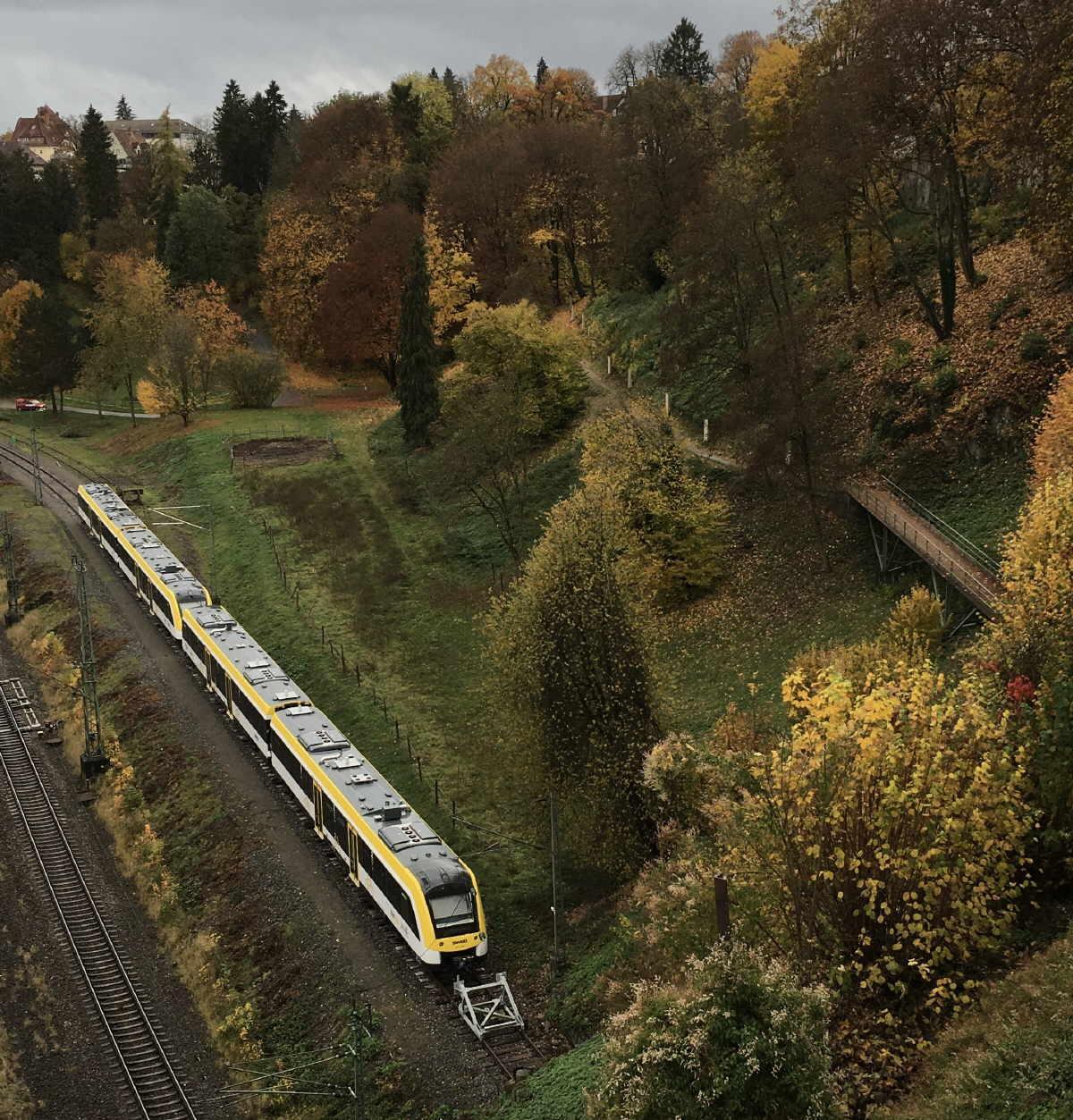 """Der Zug steht schon da. Es fehlt """"nur"""" noch der Bahnsteig für den Ringzughalt Stadtmitte und die barrierefreie Verbindung zur Innenstadt. Die Rottweiler CDU hofft, dass die notwendigen Entscheidungen zu diesem Projekt bald fallen, um die Fertigstellung vor der Landesgartenschau 2028 zu gewährleisten.Foto: CDU"""