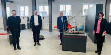Vvon links: Prof. Dr. rer. nat. Volker Bucher, Stefan Teufel MdL, Christoph Dahl von Stiftung Kinderland, Dr. Christine Schellhorn.Foto. pm