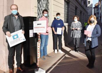 Hermann Leins (links) und sein Wahlteam sind für den 14. März bestens aufgestellt. Wegen der Corona-Pandemie wird mit einem besonders hohen Briefwahl-Aufkommen gerechnet.Foto: Stadt Rottweil