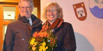 Bürgermeister Franz Moser mit seiner Frau Monika nach Bekanntgabe des Wahlergebnisses. Foto: pm