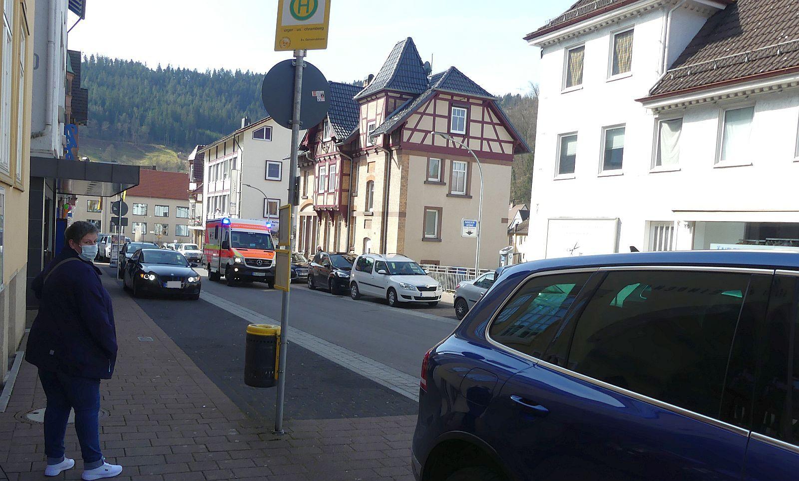Kein Spaziergang in der Oberndorfer Straße möglich. Foto: him