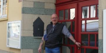 Stefan Plaaß vor dem evangelischen Gemeindehaus in Schramberg. Fotos: him